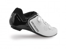 61015-21_SHOE_EXPERT-RD_WHT-BLK_REAR3-4